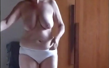 Unshaved mature masturbates thinking about hard friend's penis
