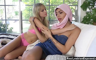Arab babe gives a cunnilingus to sex-starved girlfriend Scarlett Knowledgeable