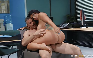 Rendezvous secretary rides her big wheel until he comes on her big ass