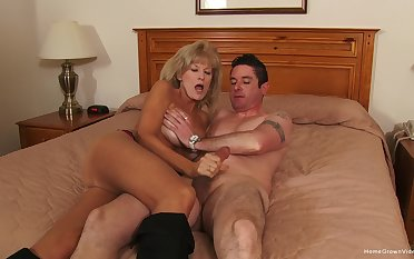 Naked mature woman roughly fucked together with jizzed on face