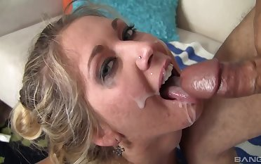Passionate blonde goes unmitigatedly slutty when someone's skin sperm hits her face