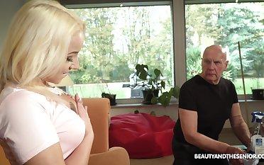 Beautiful blonde Daisy Dawkins is phantasm crazy sex thither ancient man