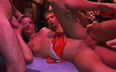 Fick Band 30 Spermageile Partyfotzen