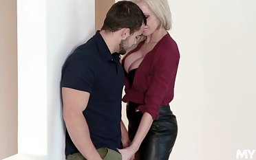 MILF craves for sex vanguard office and it's the progressive guy who's gonna fuck will not hear of
