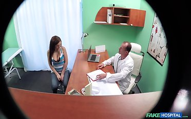 Spy cam in the doctor's rendezvous films sexy chick having sex with him