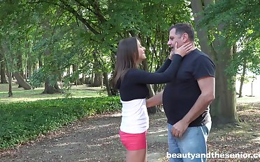 Qmateur Gabriella takes money in be fucked by an old dude in outdoors