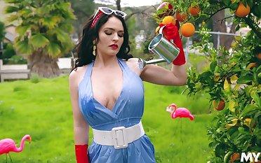 Kinky downcast curvy MILF Krissy Lynn nearly staggering xxx interview video