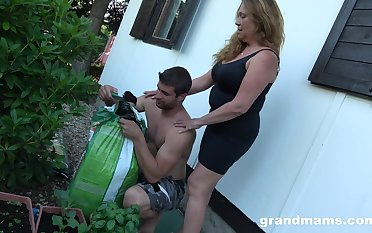 A act plump mature housewife is brutally fucked at the backyard