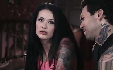 Tattooed emo gets throated