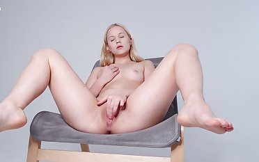 Hot cutie pie likes feeling say no to soft pussy like that