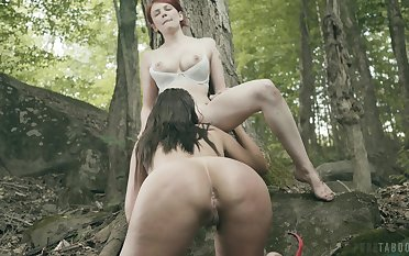 Sexy ass babes share a dig up out into be transferred to homeland