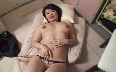 Amateur Japanese Miko Amane moans while the brush husband penetrates the brush