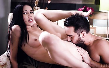 Inviting brunette loads her young cunt with get under one's right inches