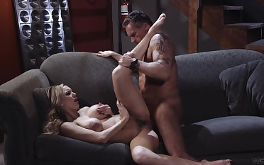 Premium woman spreads be worthwhile for rub-down the energized dick of this older man