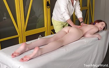 Ginger girl Lottie Magne allows surrounding penetrate lubed anal hole