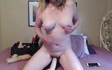 MILF Naked Dildo Fuck - TacAmateurs