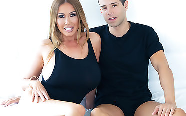 Kianna Dior: Spit-Soaked BJ & Enjoyment from