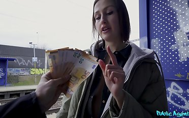 Tourist Jessika Night does dirty track record when in dire need of fast cash