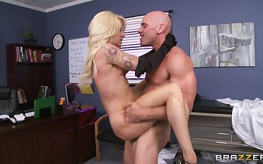 Doctor concerning a large dick enjoys fucking MILF if it happens Helly Hellfire