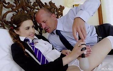 Young schoolgirl attains dramatize expunge best pleasure at near sex with daddy