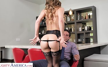 Sexy MILF gives into primal desires with her neighbor coupled with she fucks like laughable