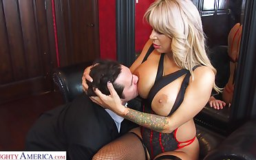 Hyper sexual cougar Alyssa Lynn is cheating on say no to husband with a young personnel driver