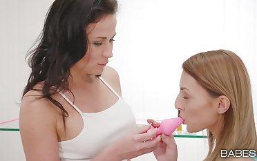 Inexpert girls Nikki Sweet and Katy Scallop pleasure each other's holes